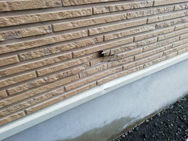 外壁傷、水切り傷補修作業サムネイル