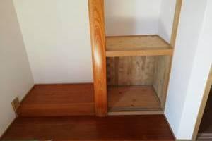 熊本県人吉市で床柱のシート貼りを行いました。サムネイル