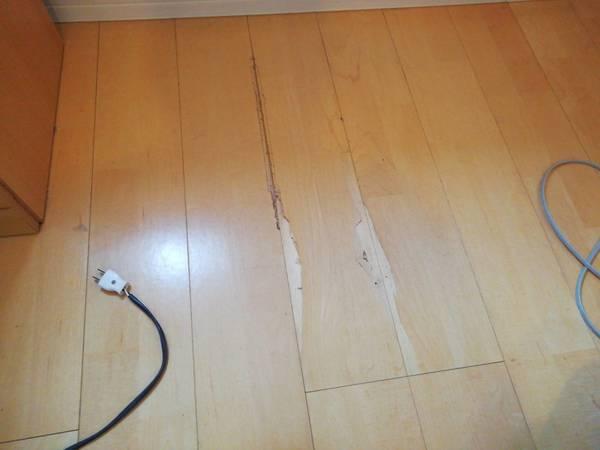 熊本市東区で床の抉れ傷を補修しました。サムネイル