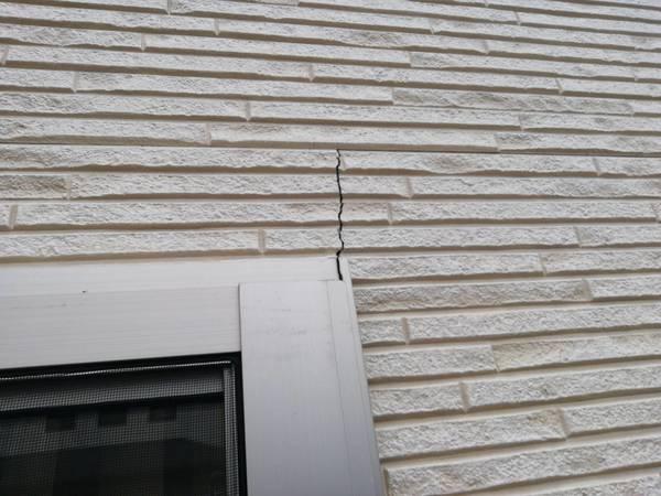 熊本市東区で外壁クラック補修を行いました。サムネイル