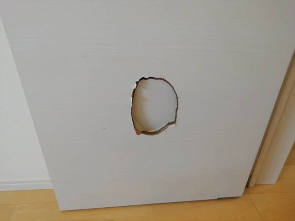 熊本市東区で扉の穴を補修しました。サムネイル